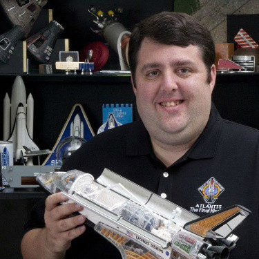 Robert Pearlman of collectSPACE talks space exploration collectibles