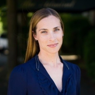 How to Leverage LinkedIn to Land Your Next Career with Sarah Roberts - Head of Military and Veteran Programs at LinkedIn