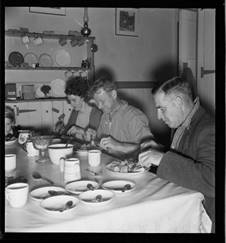 Hearth and Home: Reconstructing the Rural Kitchen, c1840–1940'