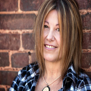 Ride The Vibe: Conversation with Singer-Songwriter Jeannie Caryn
