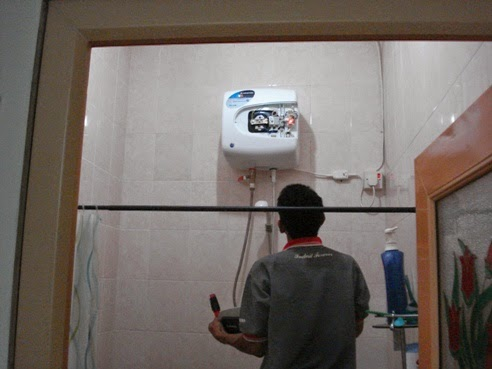 Jasa Service Water Heater Ariston 081310944049